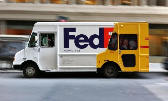 FedExの車にデザインされた広告がユニーク!