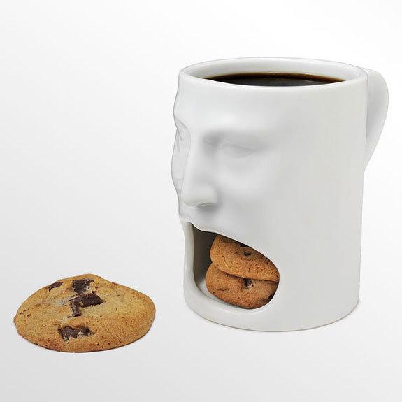インパクトがすごい! お菓子を収納できるマグカップ