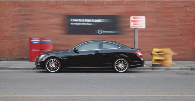 Mercedes-Benzの屋外広告