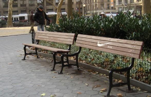 ナイキのベンチ