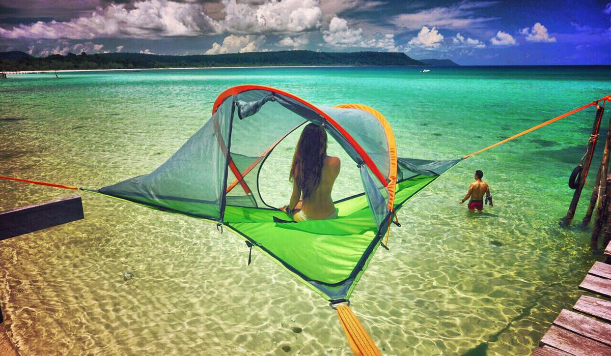 空中に設置できるテント風のハンモック